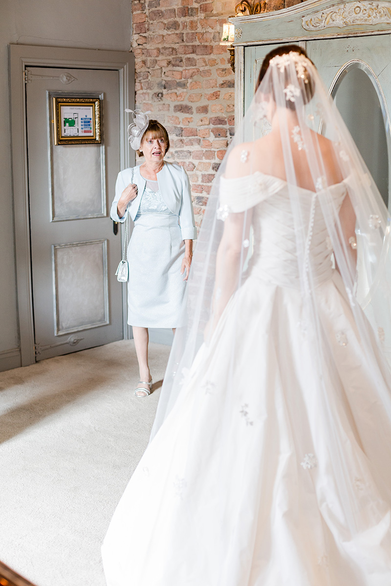 mother of bride sees daughter for the first time in gown
